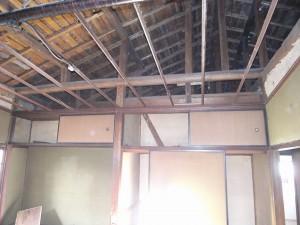 今回,天井は竿を残しリニューアルします。